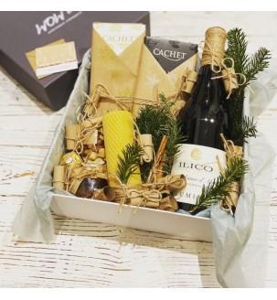 Подарочный набор с вином и медовой свечой...