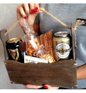 Пивний набір в декоративній коробці в руках N93