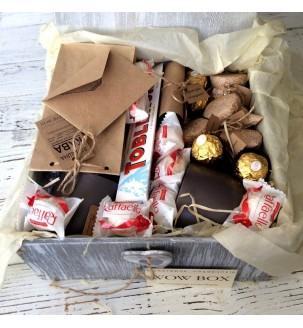 пакування нбору в подарункову коробку