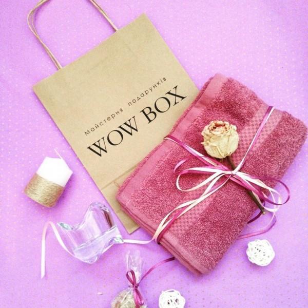 Рушник та свічка в подарунок