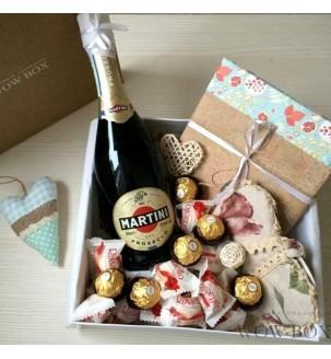 Подарунок дівчині з шампанським та...