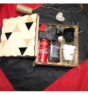 Подарочный набор для мужчины с виски и бокалами в деревянной коробке