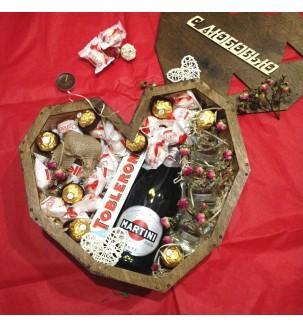 Дерев'яне серце з солодощами,шампанським та свічками