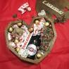 Деревянное сердце со сладостями, шампанским и свечами