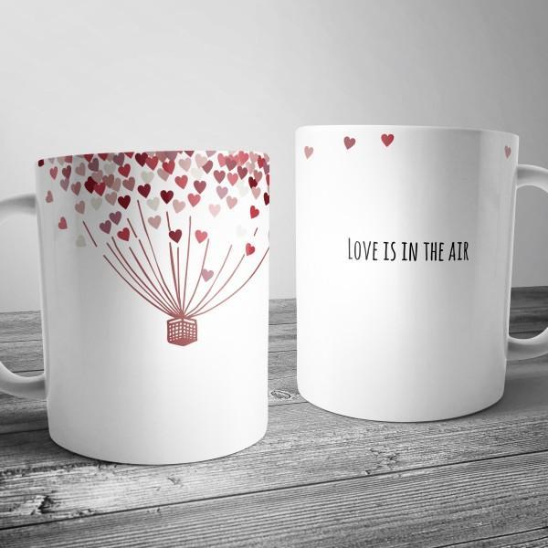 """Чашка с принтом """"Love is in the air"""""""