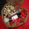 Подарунковий набір в дерев'яному серці з вином та записочками вау бокс