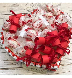 Серце з Kinder шоколаду та Raffaello