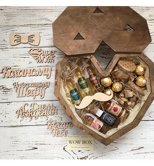 Маленькие бутылочки виски в подарочном наборе