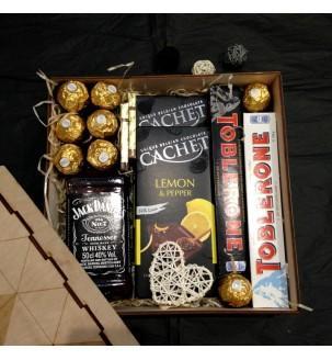 Подарок мужчине с виски и шоколадом купить киев