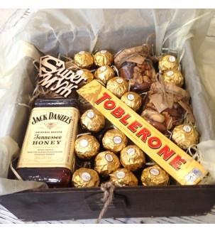 Подарочный бокс с виски и сладостями №244
